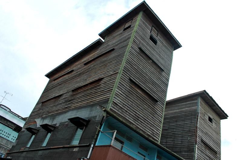 Contoh desain rumah walet dari kayu sederhana disukai walet